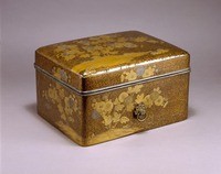 Small lacquered box with chrysanthemum pattern image