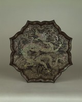 Eight pointed petal-shaped plate with  mother-of-pearl inlay dragon motifimage