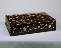 Box with tree peony arabesque pattern in mother-of-pearl inlay  image