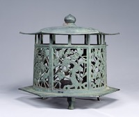 Bronze hanging lantern with bamboo-pattern openworkimage